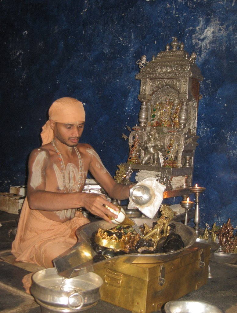 Different styles of puja in different communities